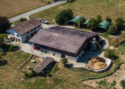 La maison et la ferme des Morand vue depuis le ciel